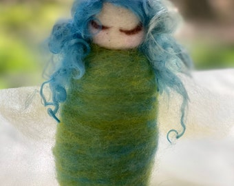 Needlefelt wool angel