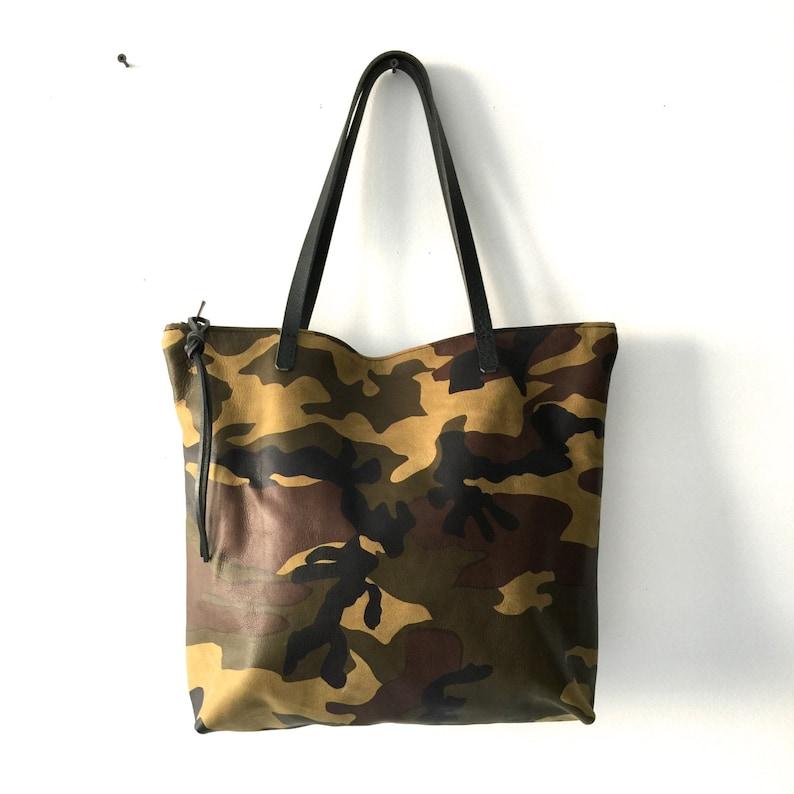 c55001b2460 Verkoop-Camouflage leren Tote tas met rits grote lederen | Etsy