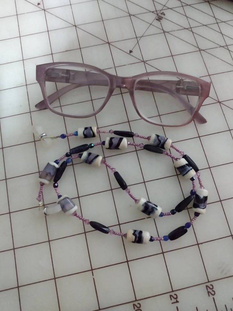 Ivory /& Lilac Lampwork Bead Reading Glasses Croaker Blue Pink