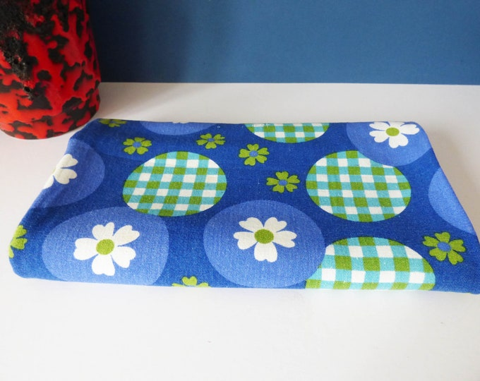1970's daisy tablecloth by Dunmoy