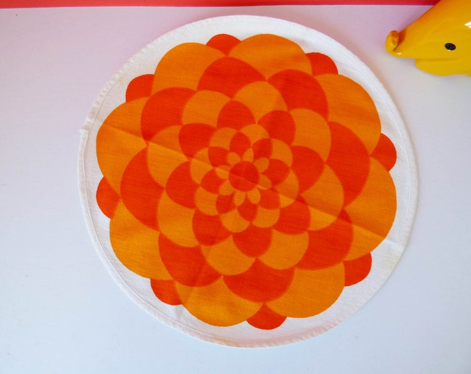Laurids Lonborg flower power table mat