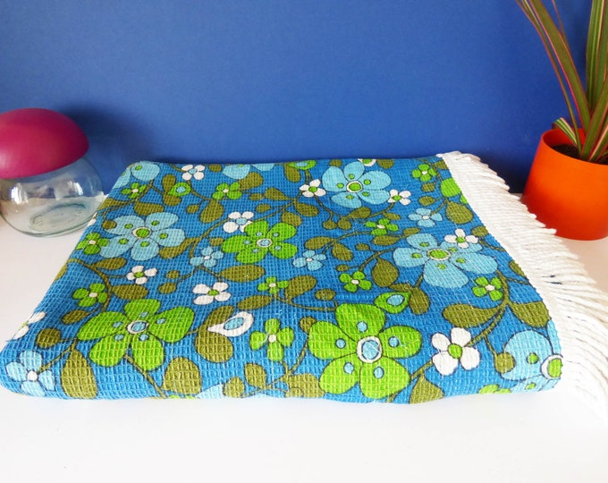 Bedspead single sized fabric material 70s Flower power