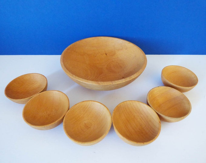 wooden dishes for serving peanuts and nibbles.