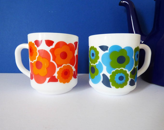 Vintage Daisy flower power mugs Milk Glass