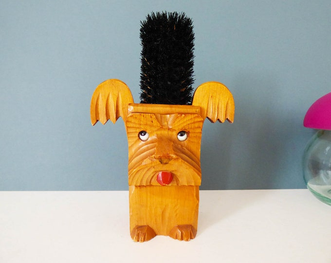 vintage clothes brush in scottie dog holder