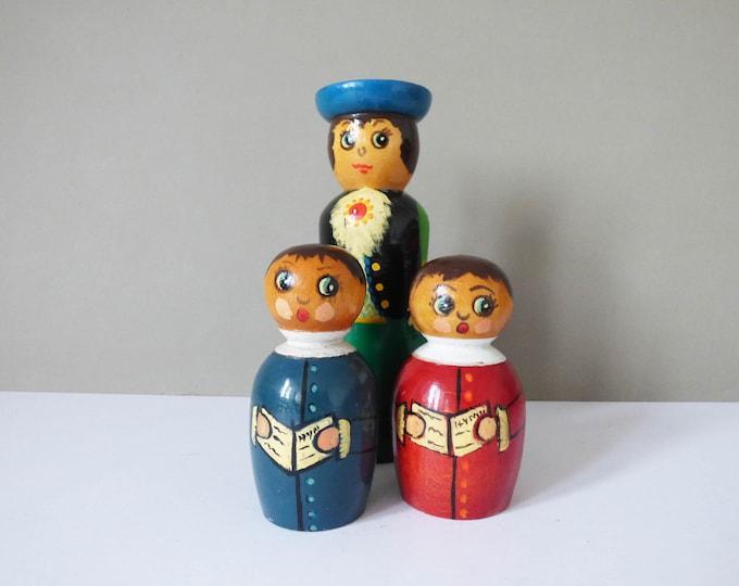 Wooden choir singers vintage characters.