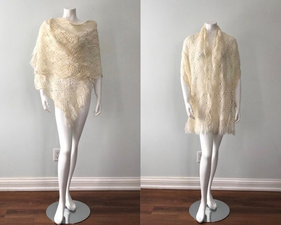 Vintage 1970s Hand Crochet Shawl, Ivory Shawl, Vin
