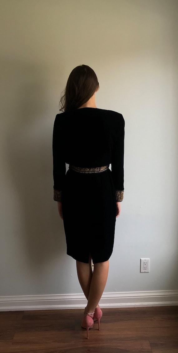 Elegant Short Black Robe Sheer Chiffon with Lace Cuff Sizes 6 to 8