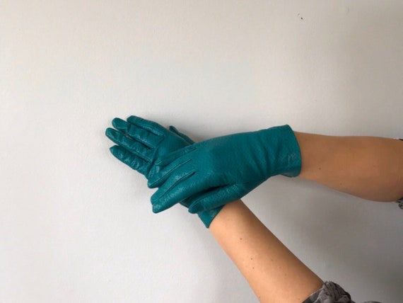 Vintage Emerald Perferated Leather Gloves, Sermone