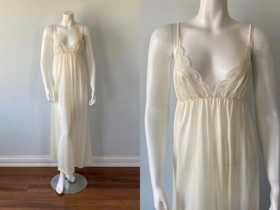 1970s Ivory Nightgown, Vintage Nightgown,  Romanti