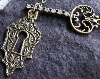 Lock necklace   key pendant   rhinestone   gold   vintage style