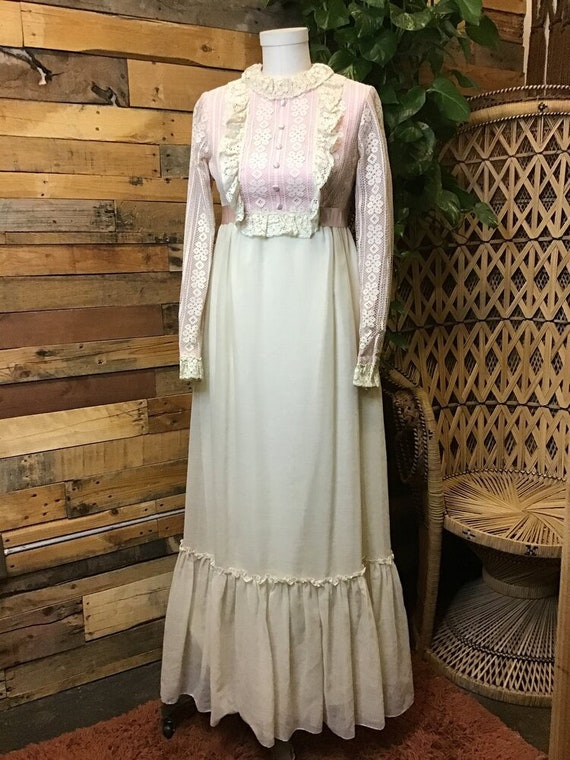 Sweet 60's Lace Maxi