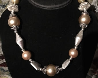 """18"""" silver and pearlized bead necklace"""