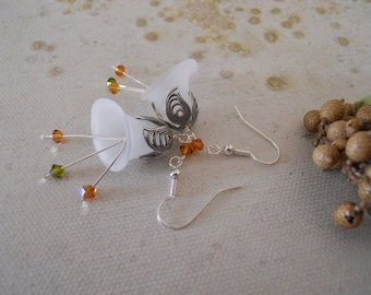 Calla flower Dangle  Earrings, DropEarrings, Cluster, White Calla flower, Crystals, green and cognac crystals