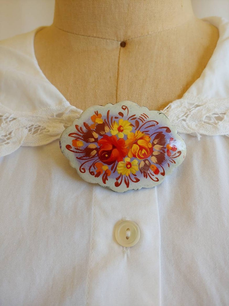 signed 1910 handmade Victorian brooch carved handpainted