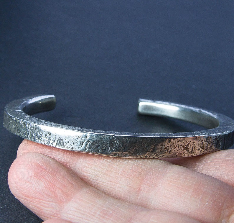 Precious Metal Without Stones Geschnitzte Hand Profil Runde Silber Armband