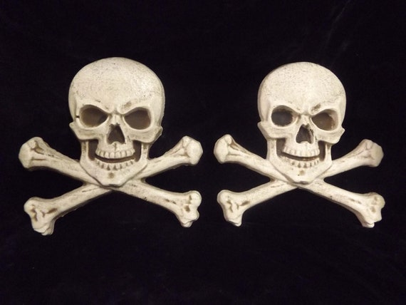 Skull And Crossbones Wall Plaque Set Gothic Home Decor Pirate Etsy