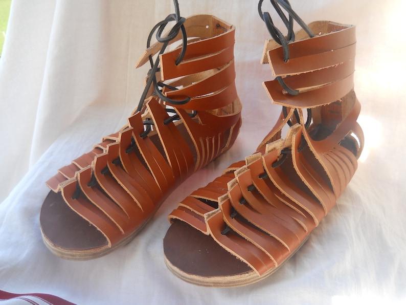 8938d38bb8d2 Leather roman open shoes CALIGAE