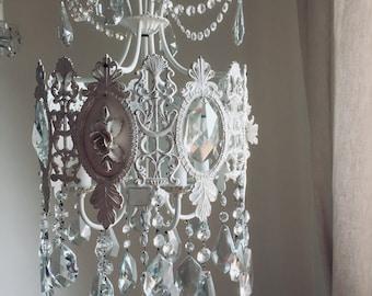 Verkauf Ein Unikat Aus Massivem Messing Verzierten Vintage Messing  Elfenbein Kronleuchter, Schäbiges Chic, Glaskristalle, Keramik Blumen,  Seltene Vintage ...