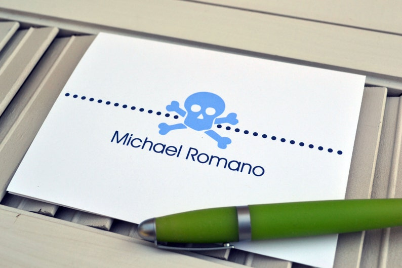 Boys Skull and Crossbones Personalized Stationery / image 0