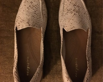 ee9c57f8a6c Easy Spirit White Gold Snakeskin Loafers  Size 8