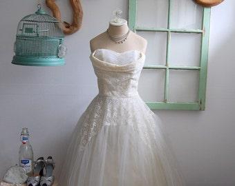 The Dottie- Vintage 1950s Tulle & Lace Sweetheart Wedding Dress