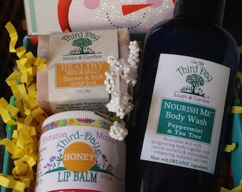 Christmas Beauty Gift Box. A Spicy Citrus Nostalgia bath and body lotion, herbal soap bar and peppermint body wash. Lips Lush pampering.