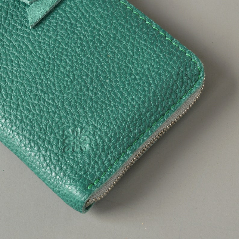 Green Leather Zip Wallet Purse.