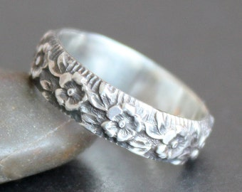 Flower Pattern Ring in Sterling Silver - 5mm Wide  - Alternative Wedding Band - Made to Order - Peony Garland
