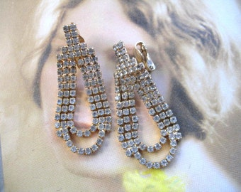 Screwback Earrings Faux Pearls Flower Earrings Auroraborealis Earrings Dangle an JULY SALE Vintage Rhinestone Earrings Dainty Earrings