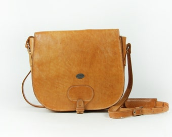 Beautifully Rugged Leather Cross Body Bag in Great Vintage Condition