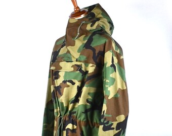 MUST SEE - Woodland Camouflage US Military Issue Poncho with Hood! Men's Large
