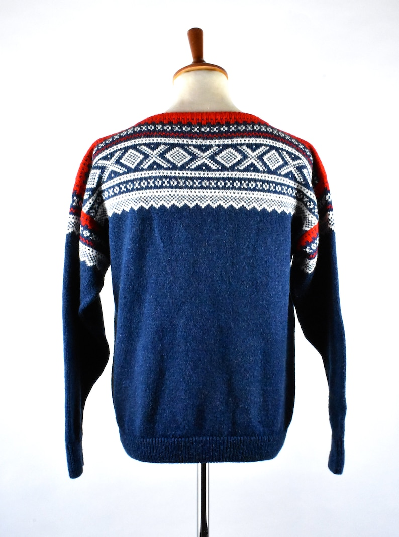 White and Red Nordic Ski Sweater Vintage Scandinavian Ski Sweater with Bateau Neckline  Blue