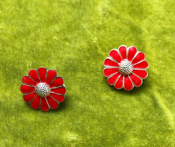 Vintage 60s Ruby Red Daisy Earrings