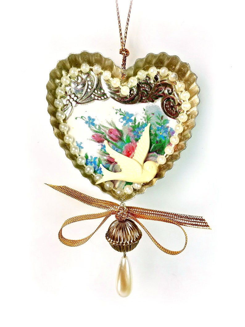 Victorian Heart Ornament Decoration with Dove image 0