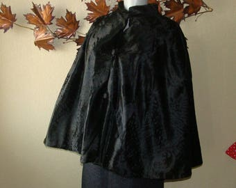 30's Fur Cape Black Noir Button Front