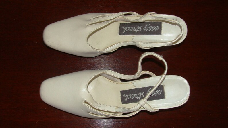127a8ef974c82 Vintage White Ladies Pump 7N NOS Easy Street 1930's Repro 2
