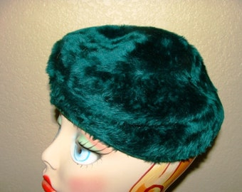 "Chapeaux Paris Chicago Plush Emerald Green Faux Fur 22"" Round Pillbox 60's Hat Retro Housewife"