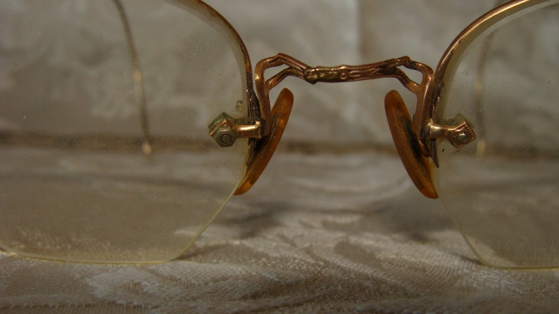 Clear Lens Vintage 40's Mid Century Eye Glasses Fine Detail Gold Wire Frame Rimless Triangle Bottom Over Ears adjustable