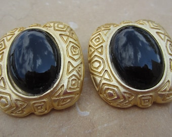 LAZULI Vintage Pair of Black and Gold Costume Jewelry Clip-On Earrings Hallmarked