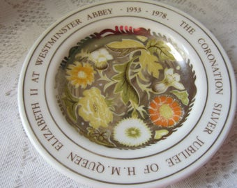 Vintage English Commemorative 25 Anniversary of the Queen Wedgwood Round Flowered Small Dish