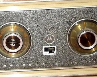 VINTAGE Motorola TT8EN Solid State Transistor Radio AM FM