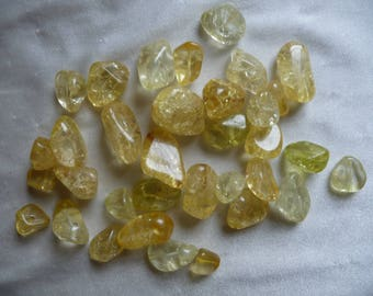Bead mix, ice flake quartz (dyed/heated), shades of yellow/gold, small-large nugget, Mohs hardness 7 . Pack of 34 beads.