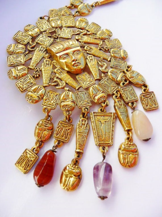 Goldette King Tut vintage gold tone medal necklace