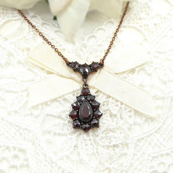 Sweet Vintage drop garnet necklace in Victorian st