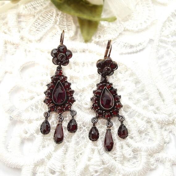 Excellent Vintage drop chandelier garnet earrings