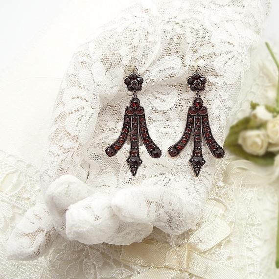 Compelling large garnet earrings w/14ct gold earwi