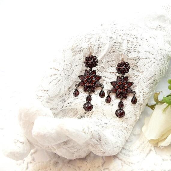 Splendid Vintage star chandelier garnet earrings i
