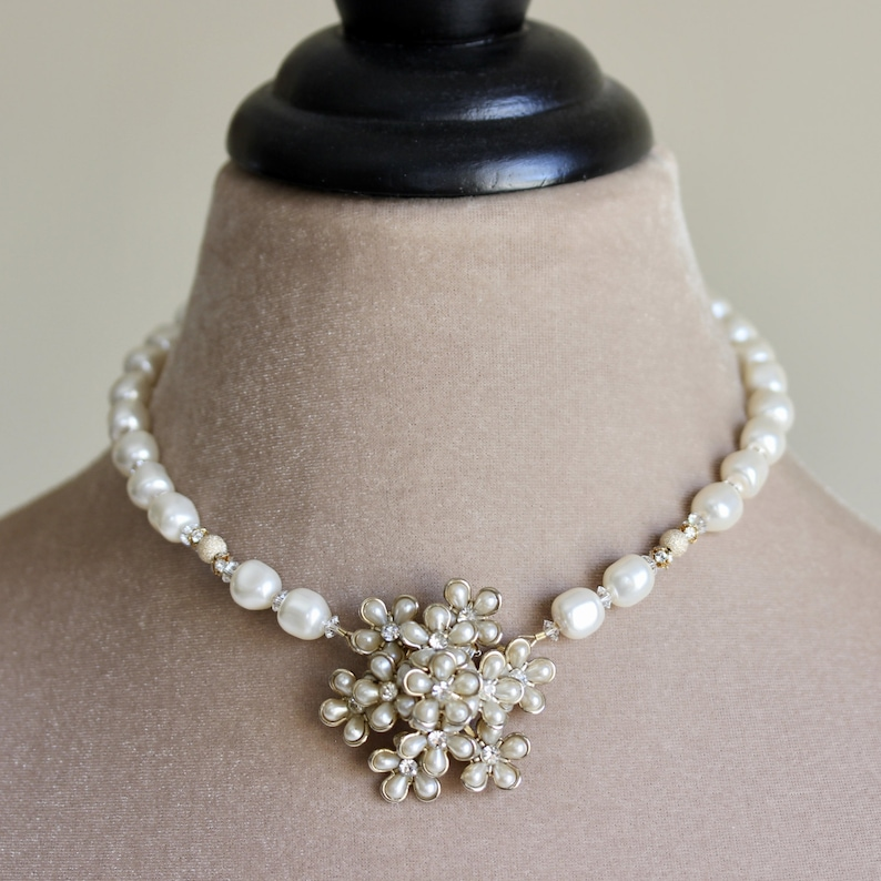 Bridal Brooch Pearl Necklace White Pearl Necklace Bridal image 0