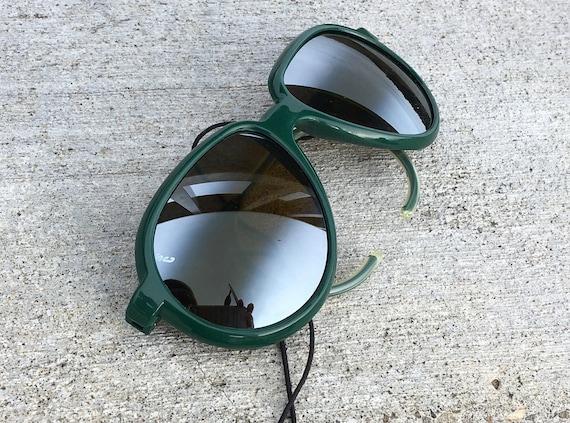 Sporty 1980s Vintage Suncloud Sunglasses \u2013 Rare Green Frames Removable Leather Side Shields \u2013 Aviator Glasses